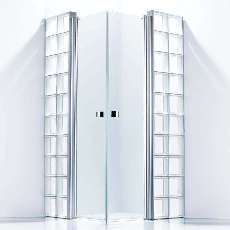 Falsterbo: Glasblock med duschdörrar och profiler.